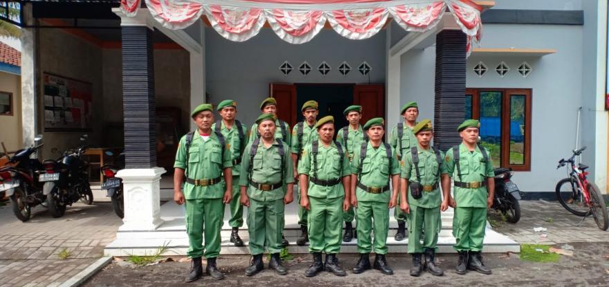 Image : Linmas Desa Banyuadem Siap Tugas Pengamanan Pelaksanaan Pilkades
