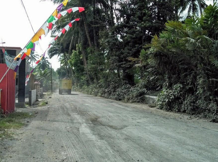 Image : Jalan Mulai Rusak, Warga Keluhkan Dampak Debu